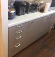 キッチンとカップボードの扉を同時に交換