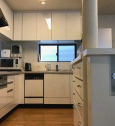 中古住宅のキッチンをリフォームして見違える空間に大変身させた事例