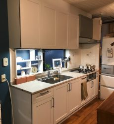 ニュアンスカラーのおしゃれ可愛いキッチンにリフォームした事例