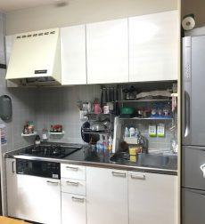 キッチン扉をリフォームしスタイリッシュなキッチンに一新した事例