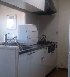 清潔感あふれる明るいキッチンに!色を変えるだけで雰囲気が劇的に変わった事例